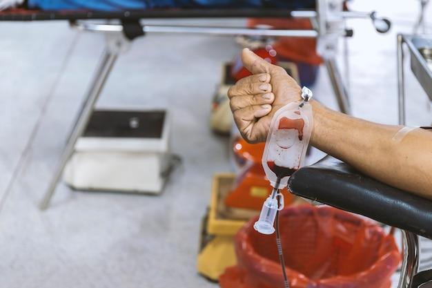 Imagen de donación de sangre con enfoque suave y luz de fondo