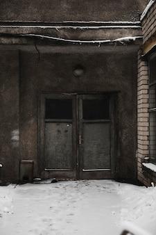 Imagen fija del álbum debut de acres lonely world. échales un vistazo en acresofficial.com