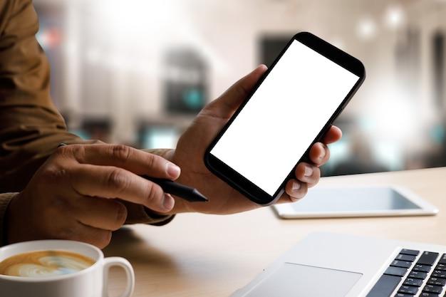 Imagen de maqueta comunicación de teléfono celular de pantalla blanca en blanco, concepto de dispositivo de tecnología