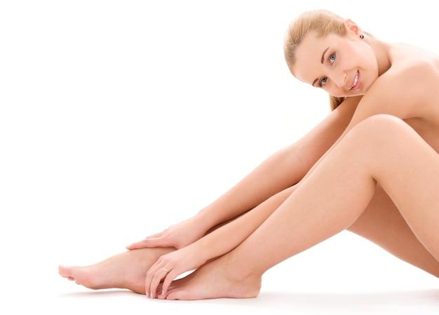 Imagen de mujer desnuda sana sobre blanco
