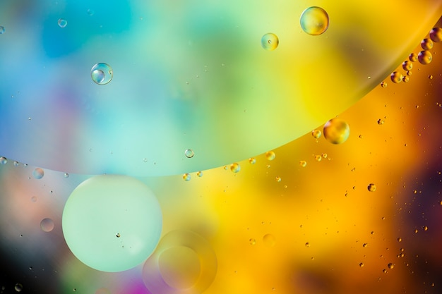 Imagen de patrón psicodélico abstracto de gotas de aceite en agua