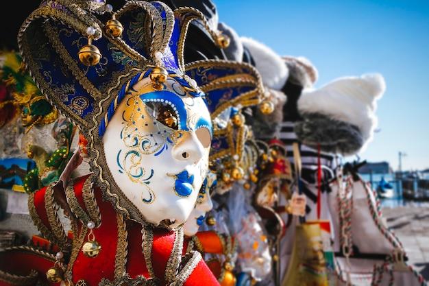 Imagen de primer plano de una hermosa máscara veneciana