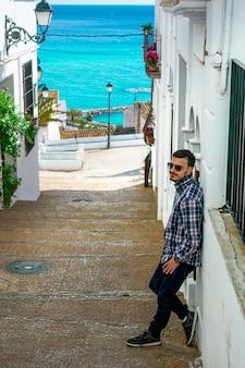 En la imagen se puede ver un hermoso paisaje de una de las ciudades costeras de españa.