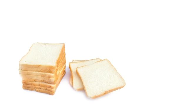 Imagen de rebanadas de pan blanco suave sobre fondo blanco aislado