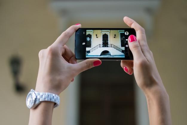 Imágenes de monumentos arquitectónicos en el teléfono móvil.