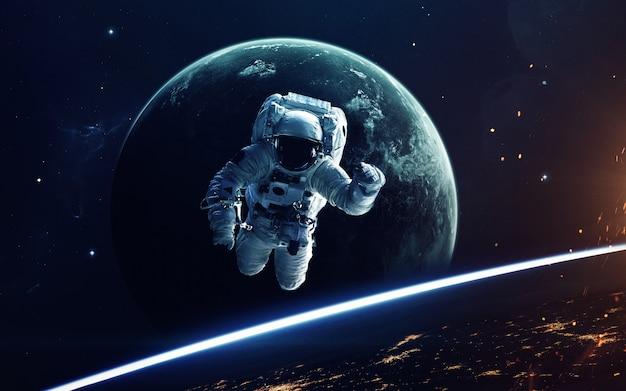 Imaginación del espacio profundo, planetas, estrellas y galaxias en el universo sin fin