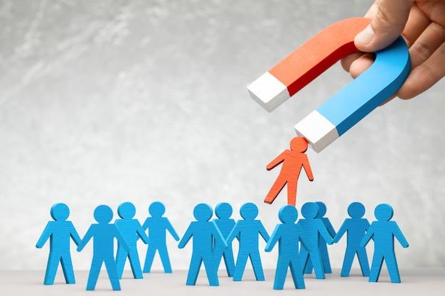 El imán de recursos humanos atrae a los líderes del personal