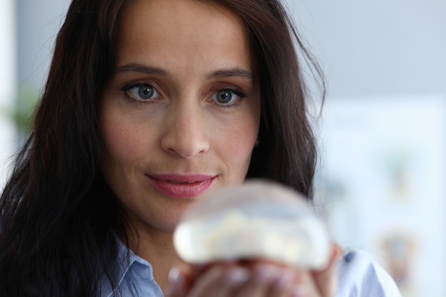 Implante de sujeción femenina