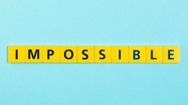 Imposible palabra en azulejos scrabble