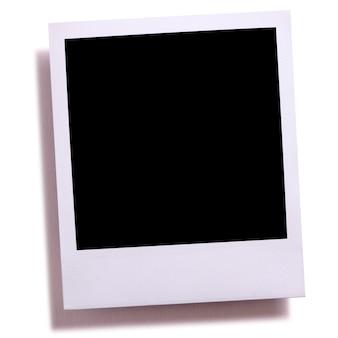 Impresión en blanco de la foto de la cámara instantánea aislada en blanco con la sombra.