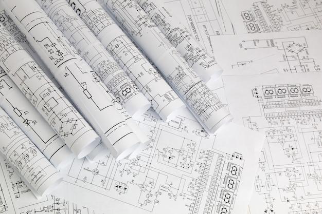 Impresión de planos de ingeniería eléctrica.