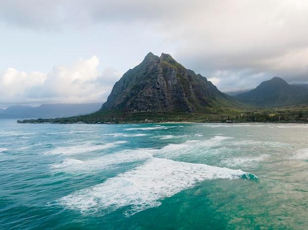 Impresionante paisaje de hawaii con océano