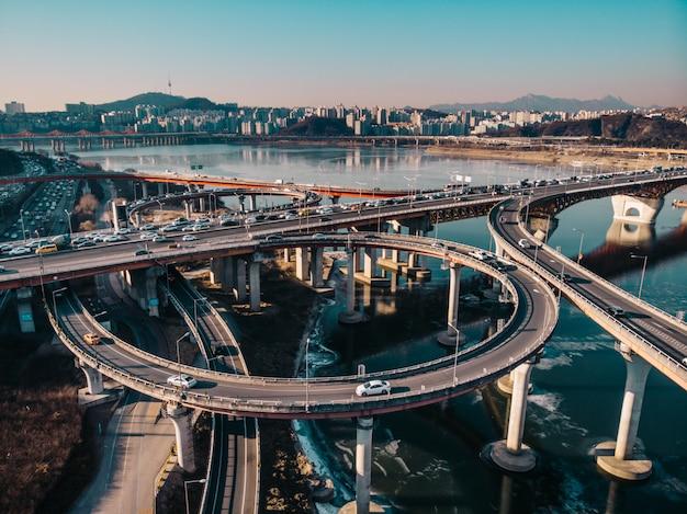 Impresionante vista en la autopista en seúl