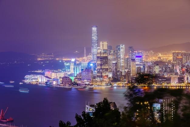 Impresionante vista panorámica del horizonte de la ciudad de hong kong antes del atardecer.