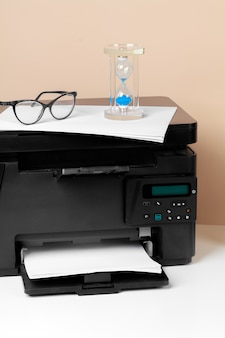 Impresora, copiadora, escáner en la oficina. lugar de trabajo.