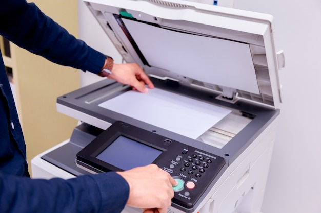 Impresora escáner láser oficina.
