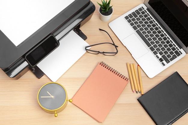 Impresora y laptop