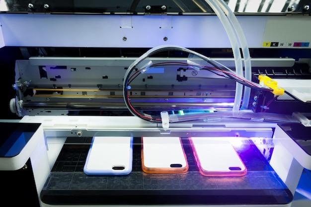 Impresora láser digital de rayos uv para imprimir su negocio de teléfonos inteligentes.