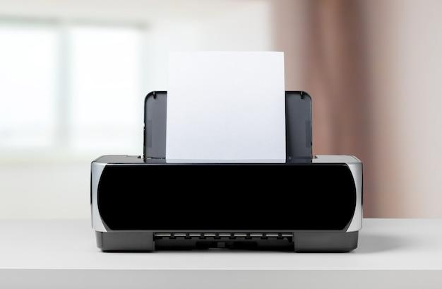 Impresora sobre la mesa