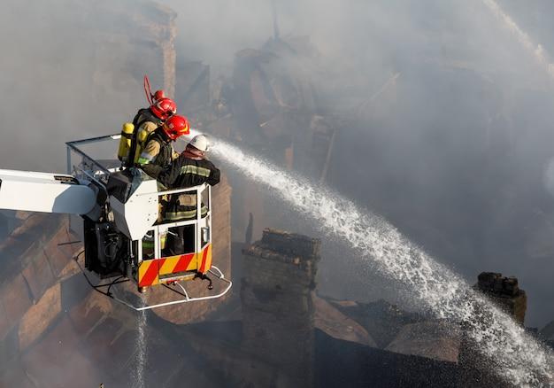 Incendio en una casa de tres pisos en kiev