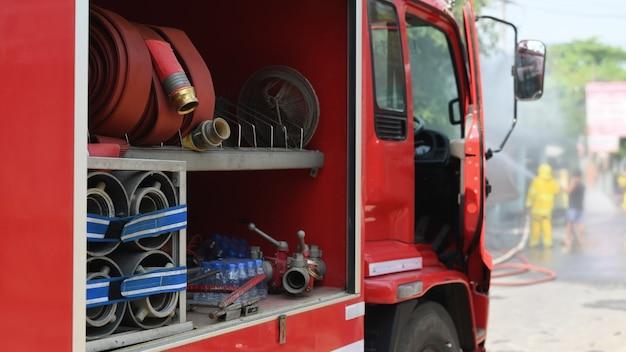 Incendio real del camión del bombero en tailandia.