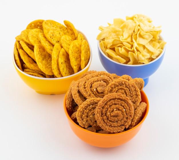 Indian street snack food en blanco ¡
