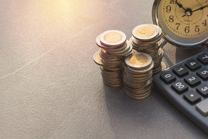índices financieros comunes con la moneda y la calculadora de la pila. bolsa financiera