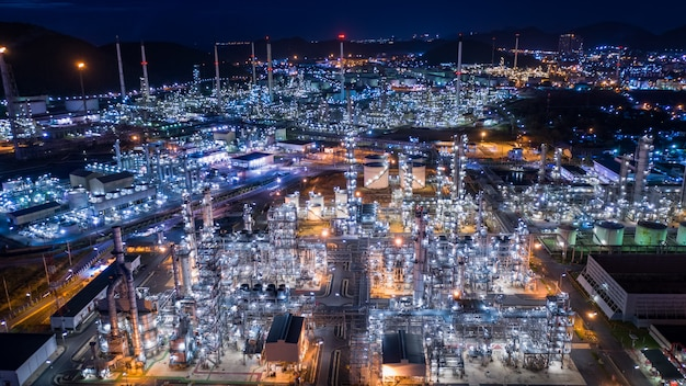 Industria de refinería de petróleo y gas industrial glp e instalaciones de almacenamiento comercial de importación y exportación internacional por buques de transporte marítimo