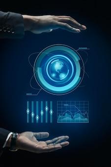 Infografías de negocios en holograma hechas por manos.