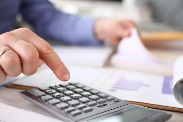 Informe de gastos de cálculo de impuestos de presupuesto de finanzas