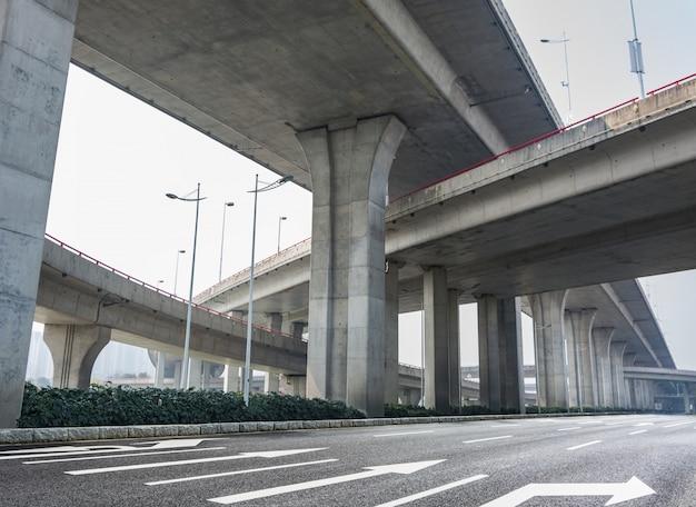Infraestructura de un puente por debajo