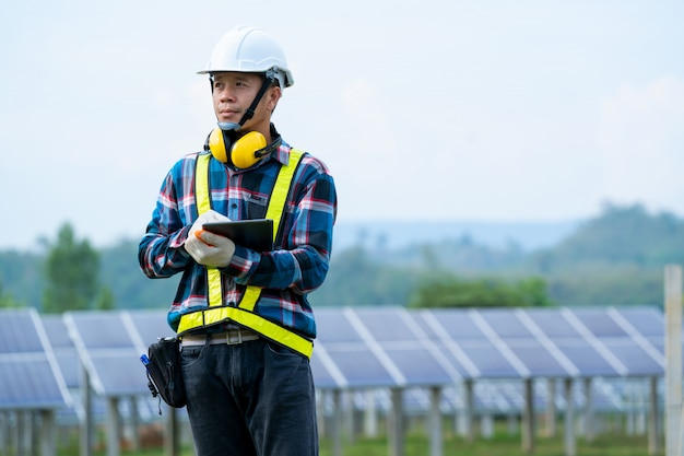 Ingeniería de plantas para generar electricidad. energía solar.