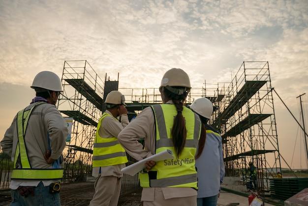 Ingeniero de construcción en obra