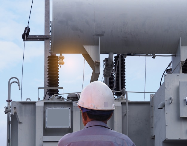 Ingeniero eléctrico planta de energía, estación de autoridad eléctrica