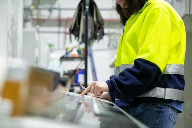 Ingeniero industrial programadora en panel de control
