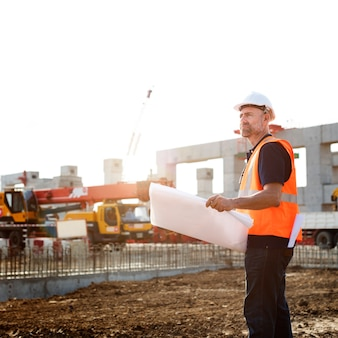 Ingeniero de sitio en un sitio de construcción