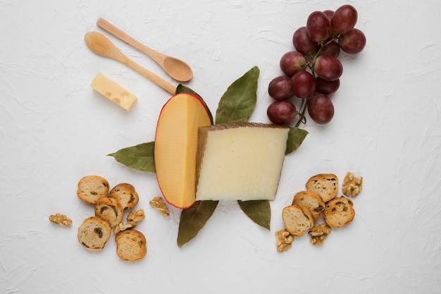 Ingrediente alimentario sano en el fondo blanco
