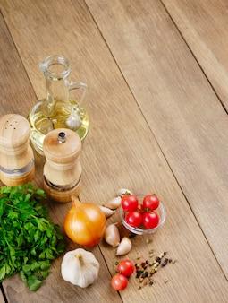 Ingredientes alimenticios en la mesa de la cocina closeup shot