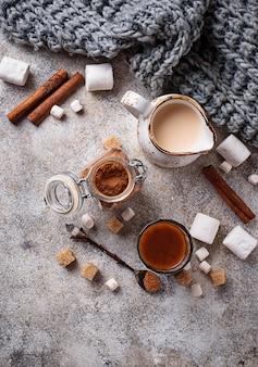 Ingredientes para cocinar chocolate caliente o cacao.