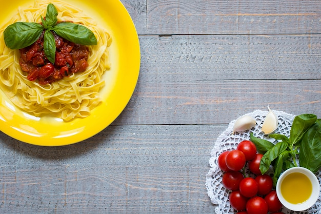 Ingredientes para cocinar comida italiana para pasta de tomate