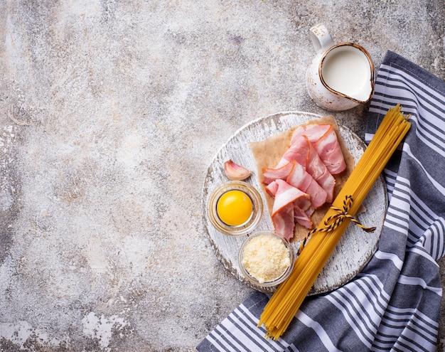 Ingredientes para cocinar pasta carbonara