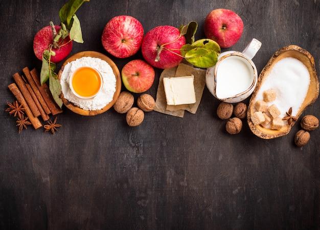 Ingredientes para cocinar pastel de manzana.