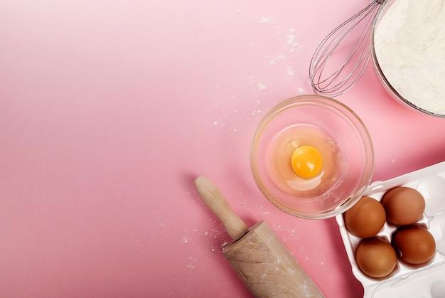 Ingredientes para cocinar una receta en rosa