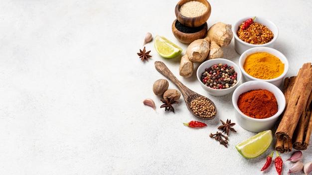 Ingredientes de comida asiática de alto ángulo con espacio de copia