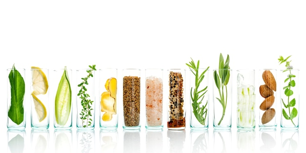 Ingredientes de cuidado de la piel a base de hierbas naturales y fondo de preparación de tratamiento facial.