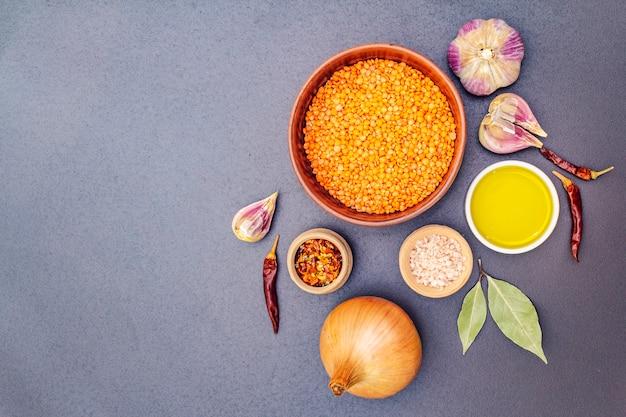 Ingredientes para el curry picante dhal indio