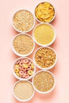 Ingredientes para un desayuno saludable: cereales, granos.