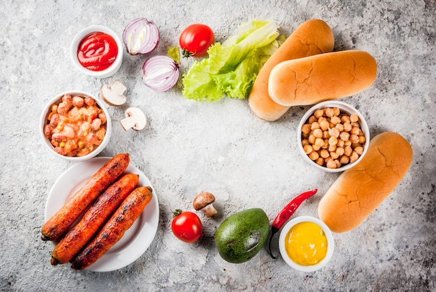Ingredientes para diferentes perros calientes caseros veganos de zanahoria