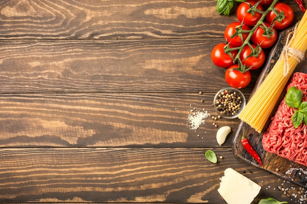 Ingredientes para espaguetis a la boloñesa.