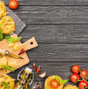 Ingredientes para fideos con verduras.
